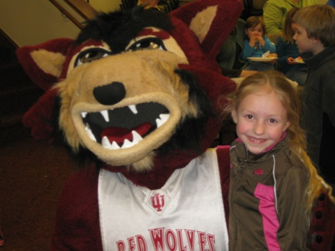 1 Student enjoys meeting Rufus